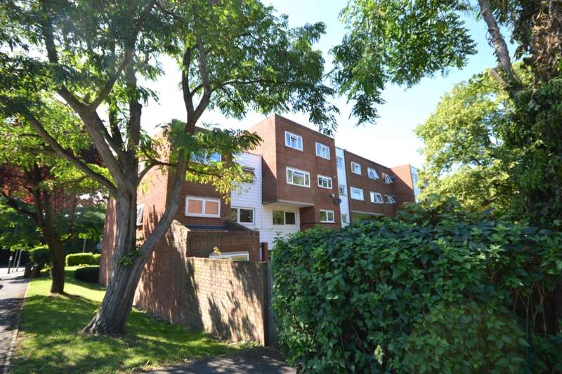 2 Bedrooms Apartment Flat for sale in Woodcote Road, Wallington, Surrey, SM6