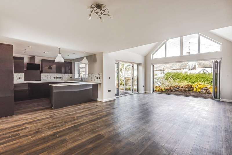 4 Bedrooms Detached House for sale in The Quarry, Dursley