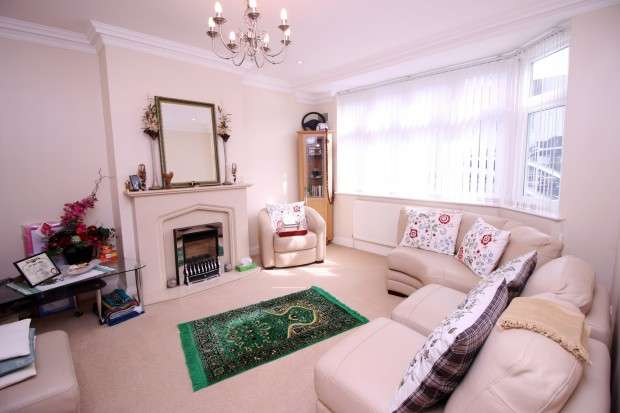 5 Bedrooms Semi Detached House for sale in Sherborne Avenue, Southall, UB2