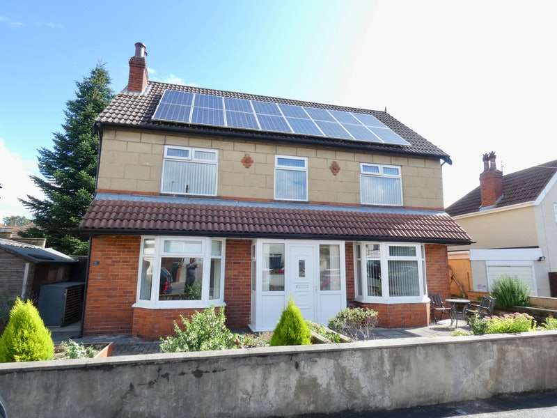 3 Bedrooms Detached House for sale in Halliday Grove, Leeds, West Yorkshire, LS12