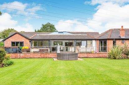 5 Bedrooms Bungalow for sale in Runshaw Lane, Euxton, Chorley, Lancashire