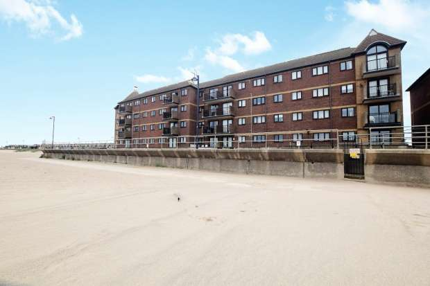 3 Bedrooms Apartment Flat for sale in Queens Park Flats, Mablethorpe, Lincolnshire, LN12 2XA