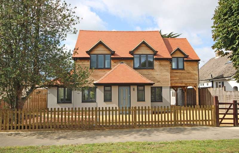 4 Bedrooms Detached House for sale in Moorland Avenue, Barton On Sea, New Milton
