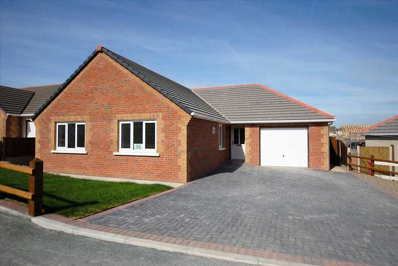 3 Bedrooms Detached Bungalow for sale in 96 Gibbas Way, Off Upper Lamphey Road
