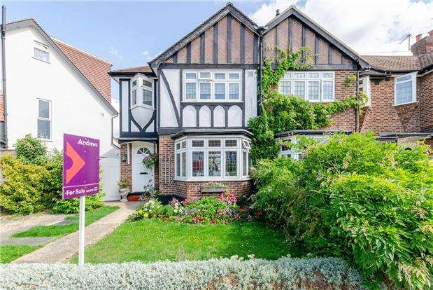 3 Bedrooms Semi Detached House for sale in Kingsbridge Road, MORDEN, Surrey, SM4 4PZ