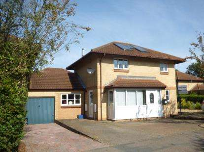 3 Bedrooms Detached House for sale in Goodwood, Great Holm, Milton Keynes, Bucks
