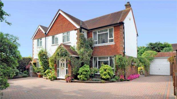 4 Bedrooms Detached House for sale in Chobham Road, Frimley, Camberley