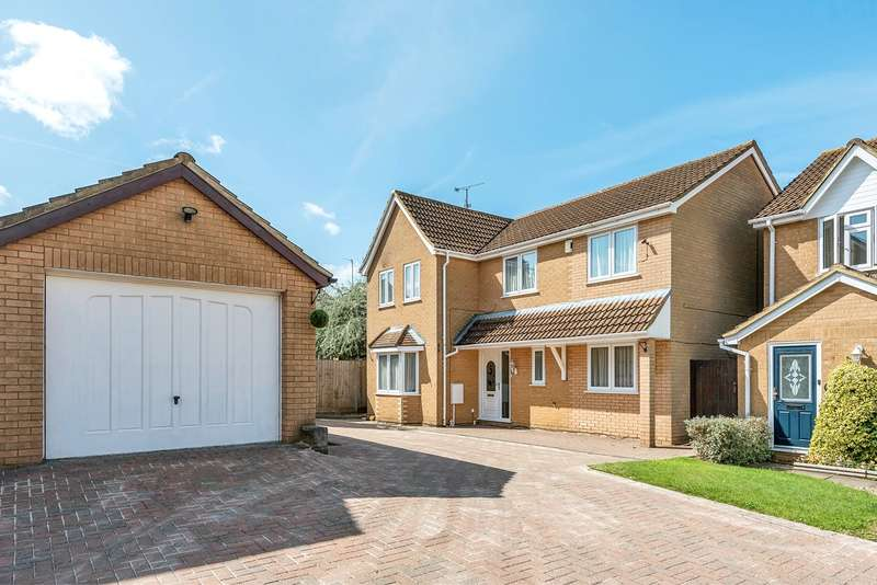 4 Bedrooms Detached House for sale in Truro Gardens, Flitwick, Bedford, MK45