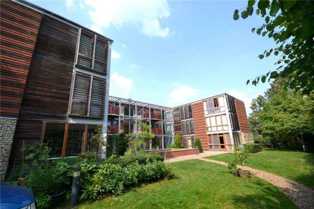 2 Bedrooms Apartment Flat for sale in Meadowcroft, Lynfield Lane, Cambridge