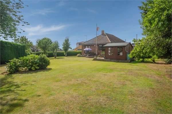 3 Bedrooms Detached Bungalow for sale in Western Road, Nazeing, Waltham Abbey, Essex