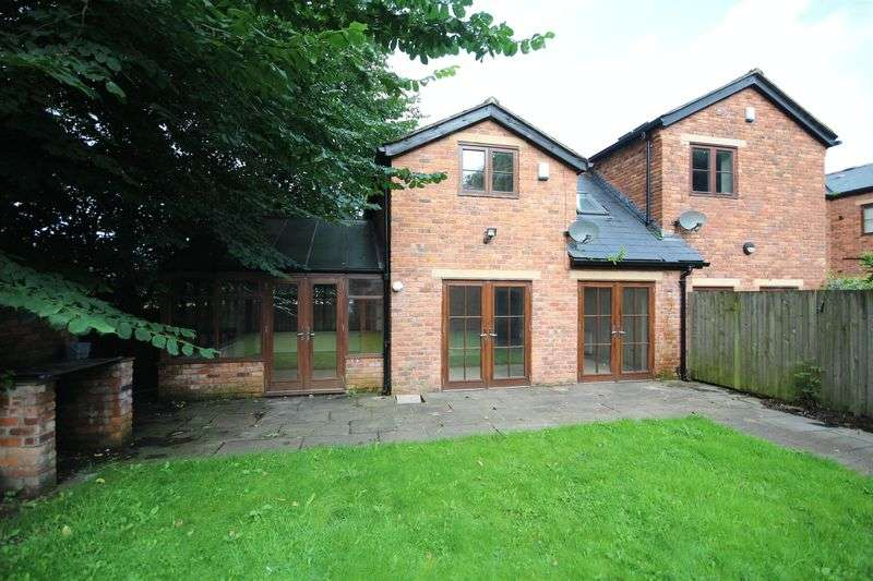 3 Bedrooms Property for sale in ROCHDALE ROAD EAST, Heywood OL10 1SD