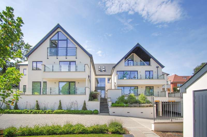 3 Bedrooms Flat for sale in Lynbury Crescent, South Park Crescent, Gerrards Cross, SL9