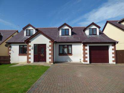 5 Bedrooms Bungalow for sale in Maes Capel, Cemaes Bay, Sir Ynys Mon, LL67