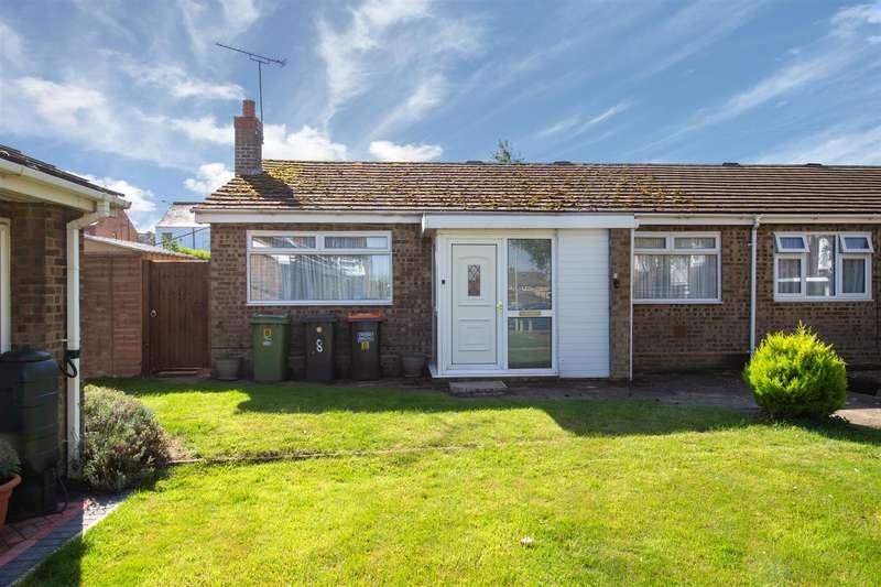 2 Bedrooms Semi Detached Bungalow for sale in Linden Close, Dunstable, Bedfordshire