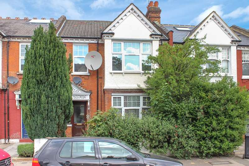 4 Bedrooms Property for sale in Spencer Avenue, Palmers Green, London, N13