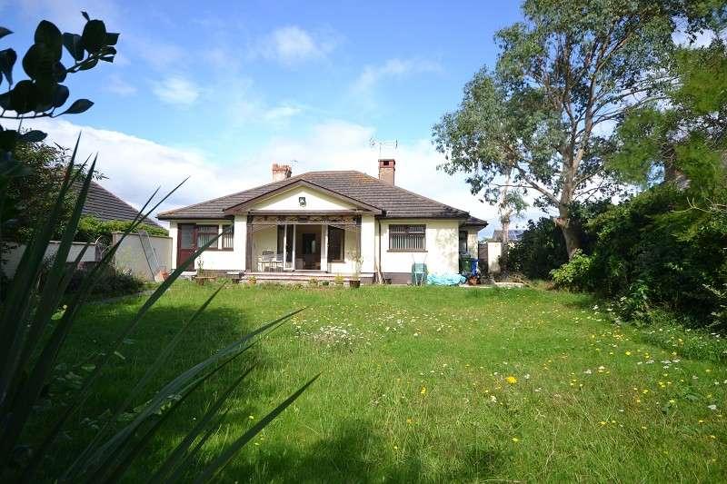 3 Bedrooms Detached Bungalow for sale in Warren Drive, Prestatyn, Denbighshire. LL19 7HT