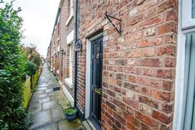 2 Bedrooms Terraced House for rent in Handbridge
