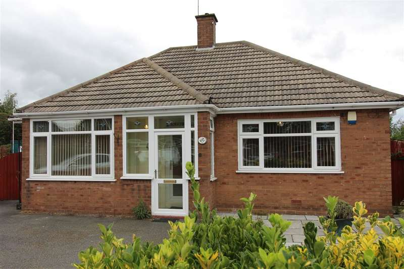 2 Bedrooms Bungalow for sale in Roylance Drive, Middlewich