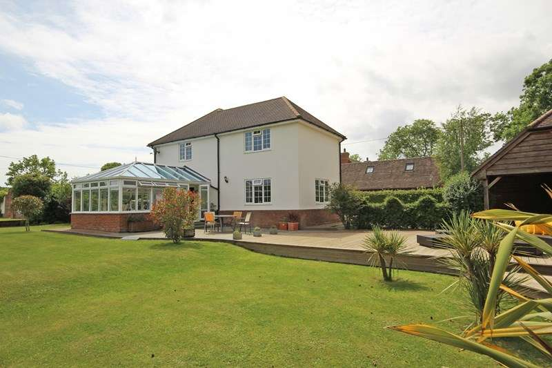 4 Bedrooms Detached House for sale in Brownhill Road, New Milton