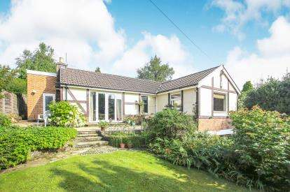 3 Bedrooms Bungalow for sale in Homestead Road, Disley, Stockport, Cheshire