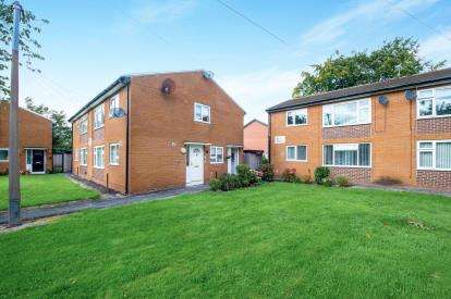 1 Bedroom Flat for sale in Heath Road, Widnes, Cheshire, WA8