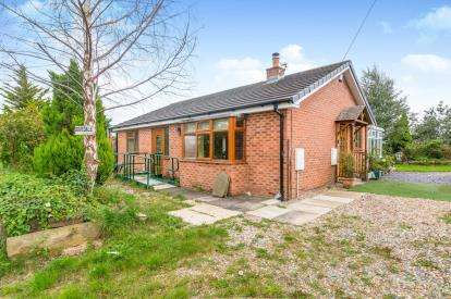 2 Bedrooms Bungalow for sale in Lumber Lane, Burtonwood, Warrington, Cheshire, WA5