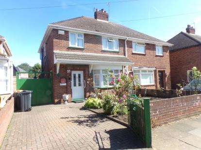 3 Bedrooms Semi Detached House for sale in Hawthorne Avenue, Queens Park, Bedford, Bedfordshire