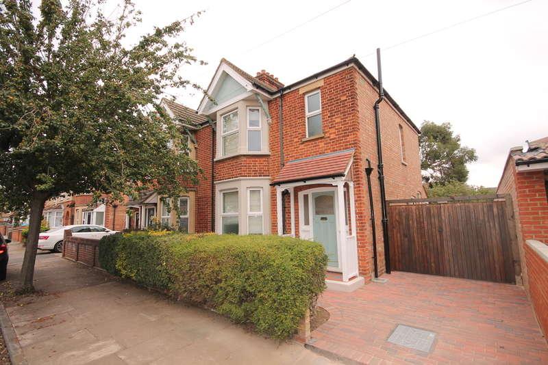 3 Bedrooms Semi Detached House for sale in Westfield Road, Bedford, MK40