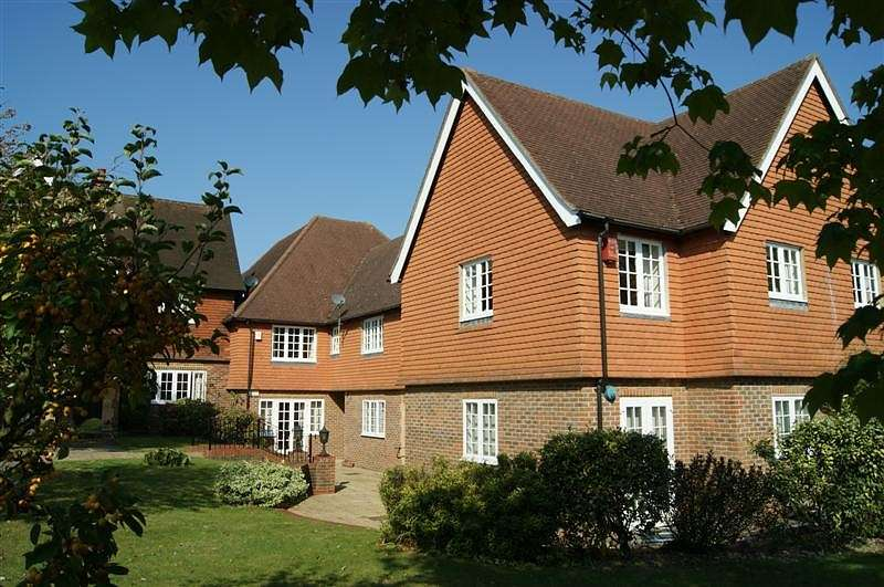 2 Bedrooms House for rent in Dorchester House, Marsham Lane, Gerrards Cross, SL9