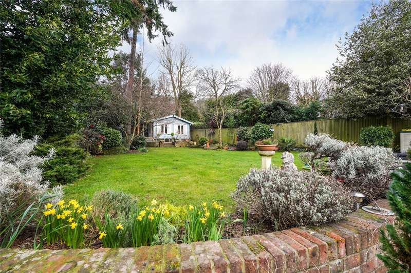 6 Bedrooms Detached House for sale in Northfield Place, Weybridge, Surrey, KT13