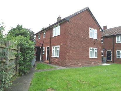 2 Bedrooms Flat for sale in Craven Road, Broadheath, Altrincham, Greater Manchester