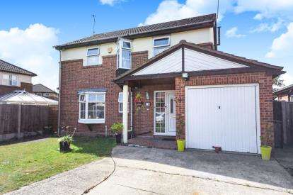 4 Bedrooms Detached House for sale in Basildon, Essex