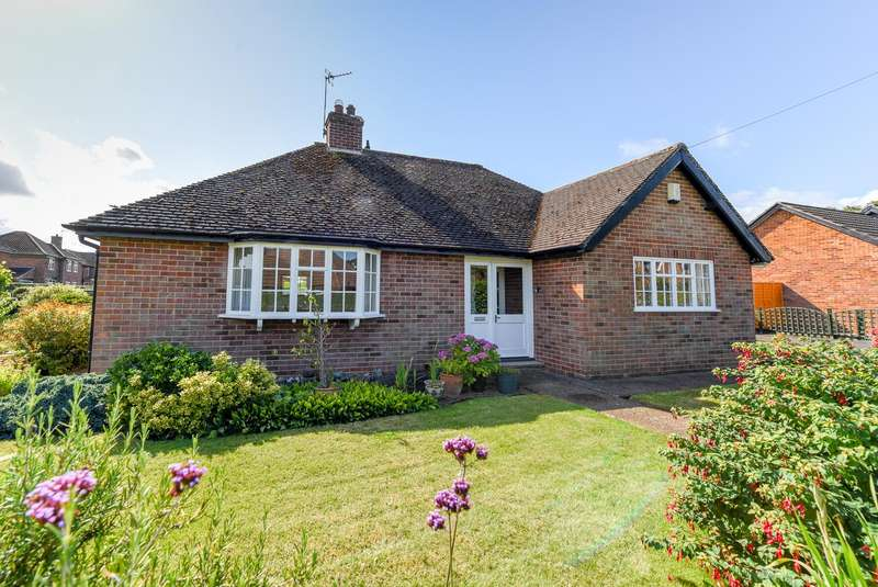 2 Bedrooms Detached Bungalow for sale in Middlecave Drive, Malton, North Yorkshire, YO17 7BB