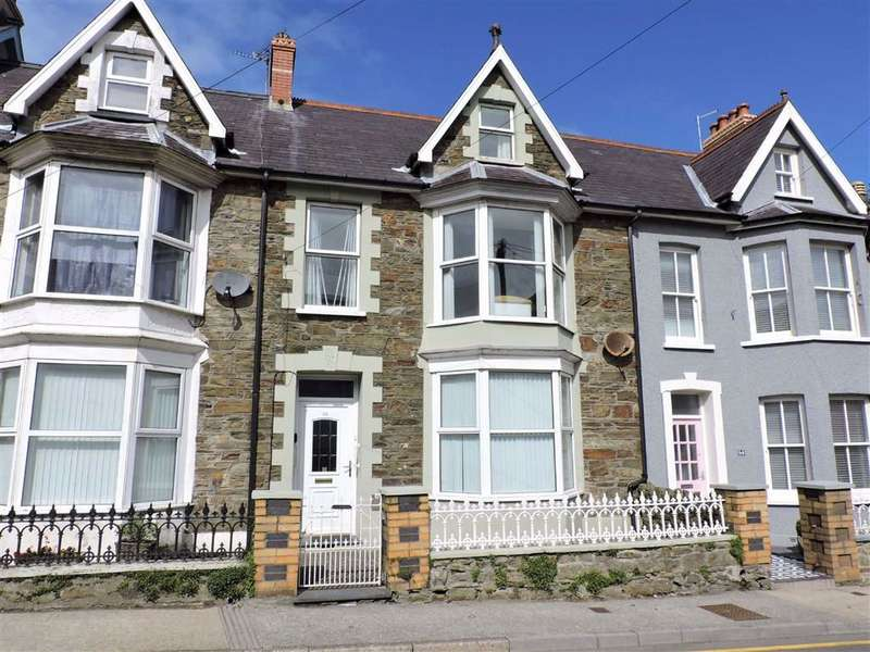 5 Bedrooms Town House for sale in High Street, Fishguard