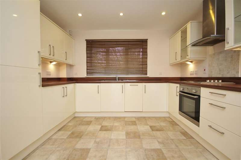 2 Bedrooms Apartment Flat for rent in Copper Beech Place, Reading Road, Wokingham, RG41