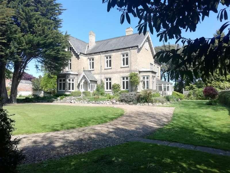9 Bedrooms Detached House for sale in Westgate, Hornsea