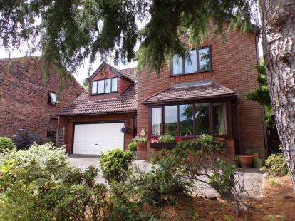 4 Bedrooms Detached House for sale in Strines Road, Strines, Stockport, Cheshire