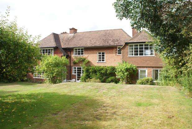 4 Bedrooms Detached House for sale in Chilworth, Guildford, Surrey