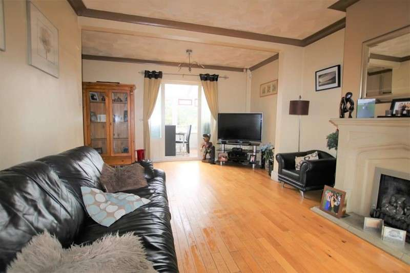 3 Bedrooms Property for sale in Lyndhurst Avenue, Blackburn, Lancashire, BB1 3NQ