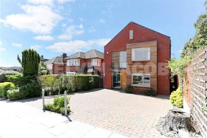 5 Bedrooms Detached House for sale in Edgwarebury Lane, Edgware, Greater London. HA8 8QJ