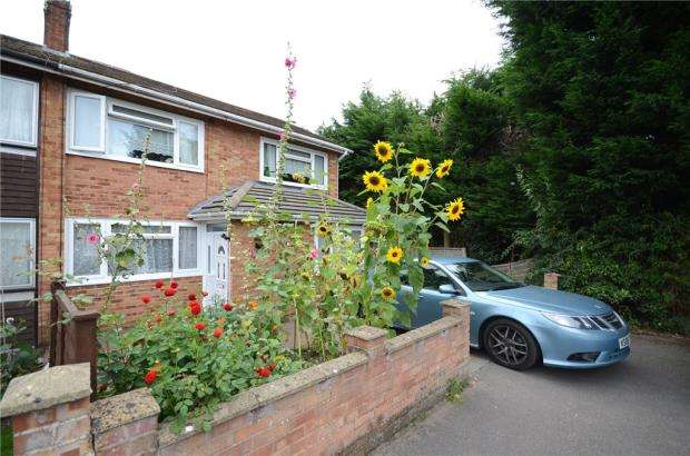 4 Bedrooms House for sale in Barton Close, Aldershot, Hampshire