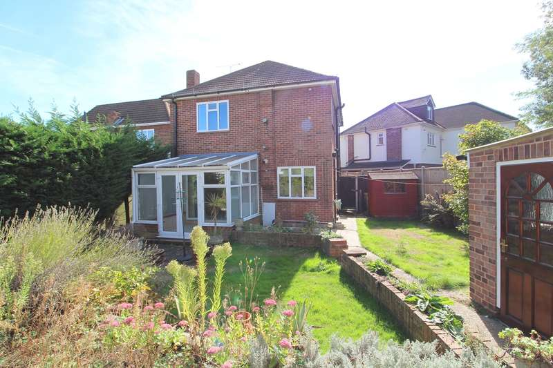 3 Bedrooms Detached House for sale in Fontmell Park, Ashford, TW15