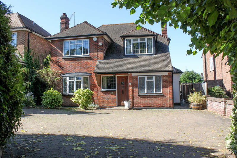4 Bedrooms Detached House for sale in Whitehall Road, Woodford Green