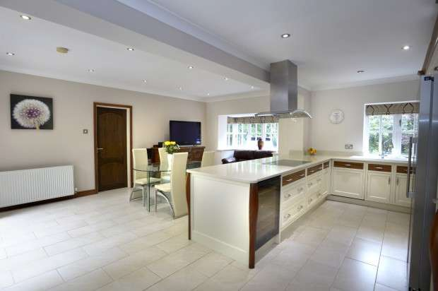 5 Bedrooms Detached House for sale in Everglade Streetly Wood, Sutton Coldfield, B74