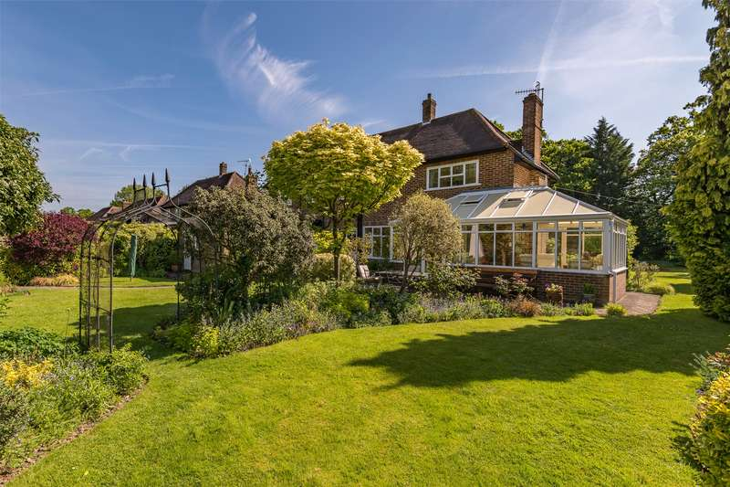 4 Bedrooms Detached House for sale in Heathfield Drive, Redhill, Surrey, RH1
