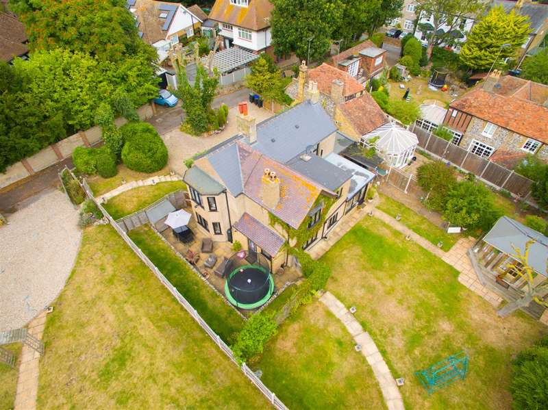 3 Bedrooms Detached House for sale in Holly Lane, Margate