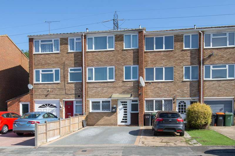 4 Bedrooms Town House for sale in Jardine Way, Dunstable, Bedfordshire