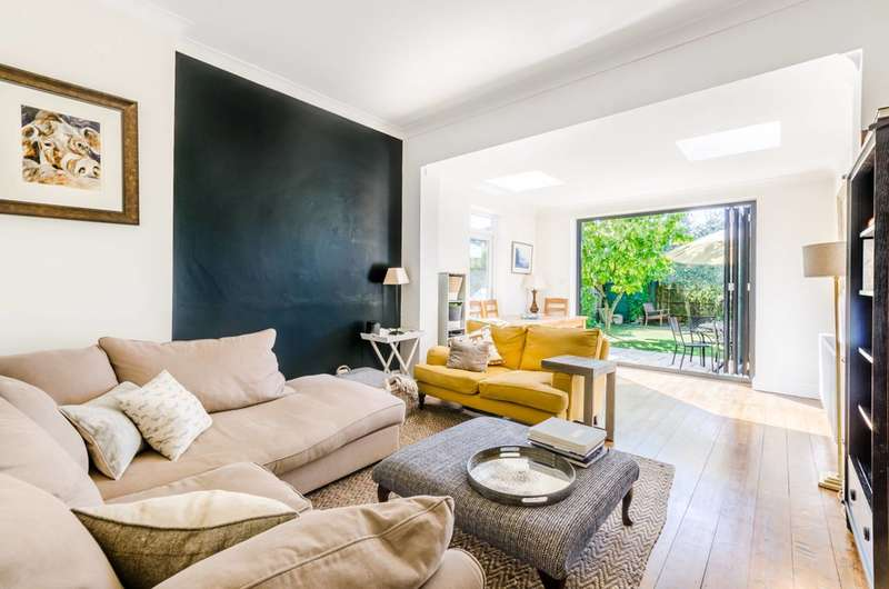 2 Bedrooms Maisonette Flat for sale in Melrose Avenue, Willesden Green, NW2