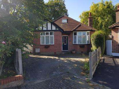 3 Bedrooms Bungalow for sale in Romney Close, Harrow, Middlesex, London