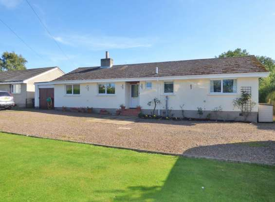 4 Bedrooms Bungalow for sale in The Green, Duns, Berwickshire, TD11 3JQ
